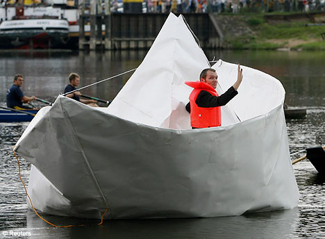 paperboat-installation-art.jpg
