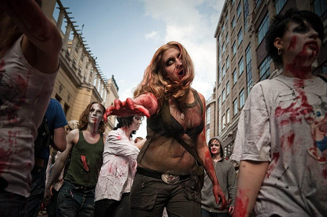 Moscow_Zombie_Parade_woman_thumb