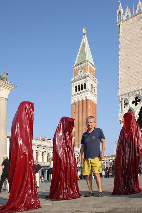 contemporary-art-biennale-show-project-venice-piazza-san-marco-manfred-kielnhofer