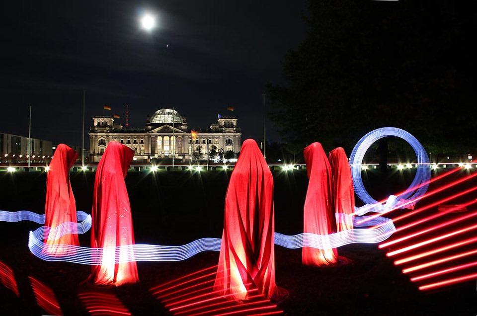 reichstag-deutschland-festival-of-lights-time-guards-manfred-kielnhofer