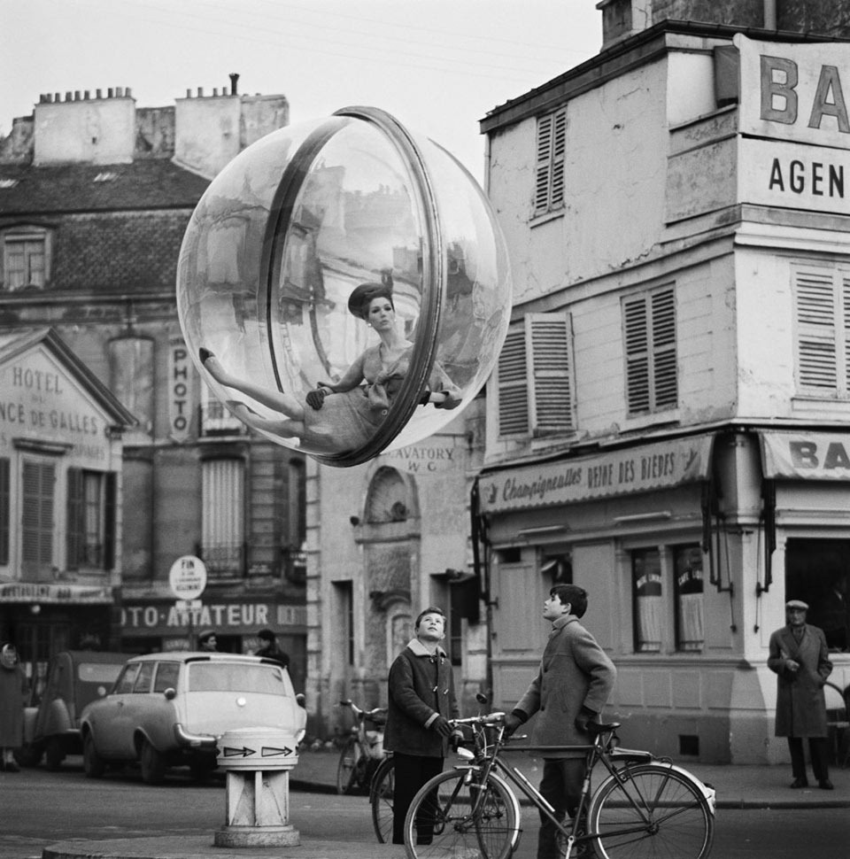 Melvin_Sokolsky_Bicycle_Street_Paris_1963