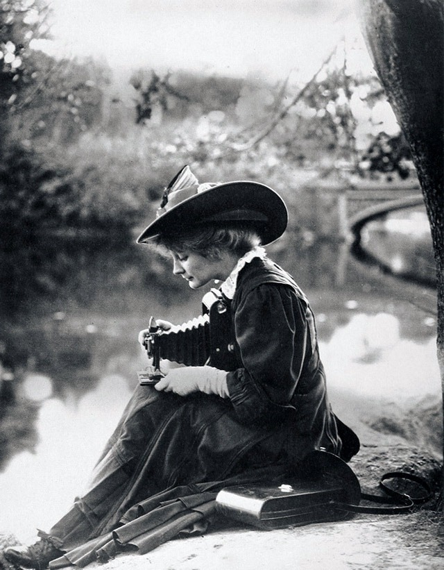Woman-with-Kodak-camera-c1900