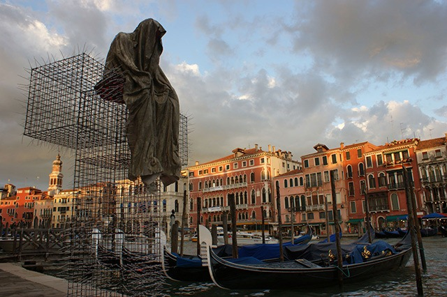 The t guardian art installation at the venice art biennial for Artisti biennale venezia
