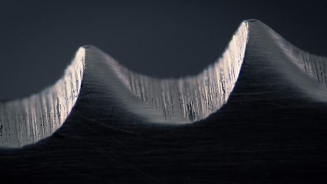 Serrated-knife-by-pyanek-(AWWOW)
