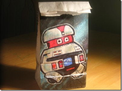 Read more about the article Artist Posts Pictures of Drawings on Lunch Bags Everyday