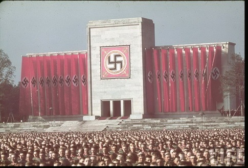 Read more about the article Color Photographs From The Nazi Era In Germany
