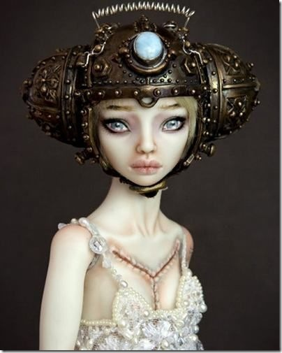 Read more about the article Bride of Frankenstein Porcelain Doll