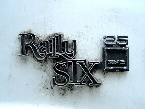 Read more about the article Autotype – Photographs of Retro Car Emblems