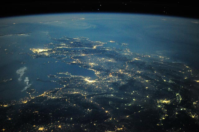 Read more about the article Astronaut Tweets Pictures of Earth Taken From Space