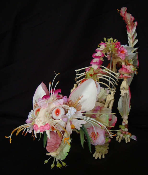Read more about the article Cedric Laquieze's Flower Animal Skeleton Sculptures
