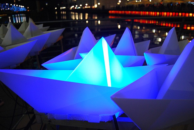 Read more about the article Voyage – An Art Installation of 300 Illuminated Paper Boats