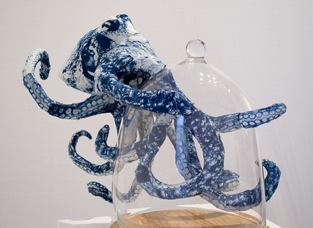 Read more about the article Magnetic Cyanotype Animal Sculptures by Tasha Lewis