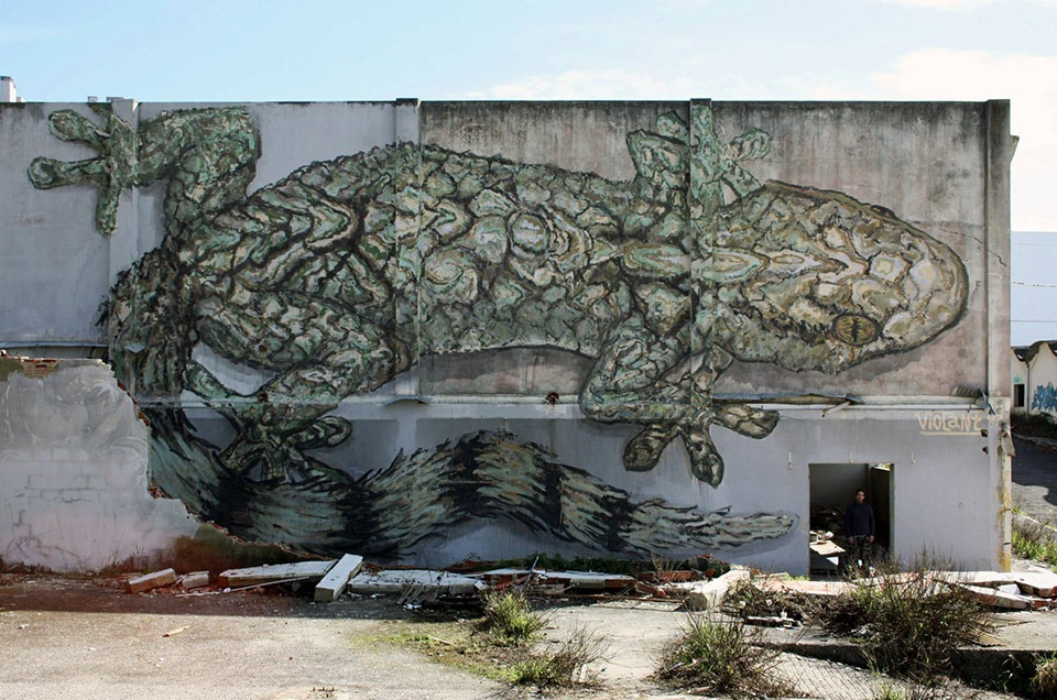 Read more about the article Huge Mural by Street Artist Violant