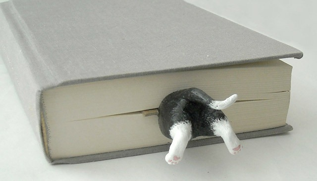 Read more about the article Cat in the Book Bookmark