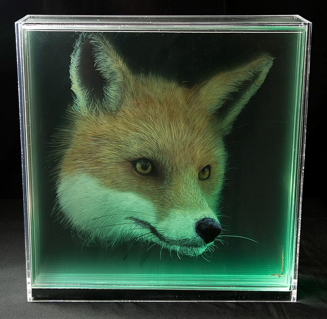 Read more about the article Holographic Paintings of Floating Animal Heads by Yosman Botero