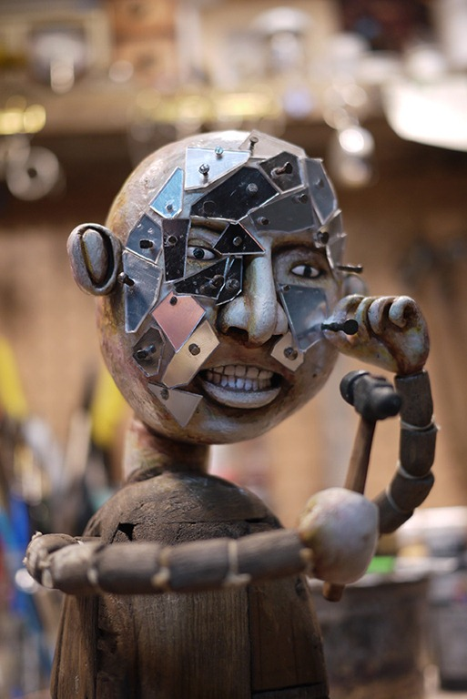 Read more about the article New Art Show Features The Striking Sculptures of Artist Kevin Titzer