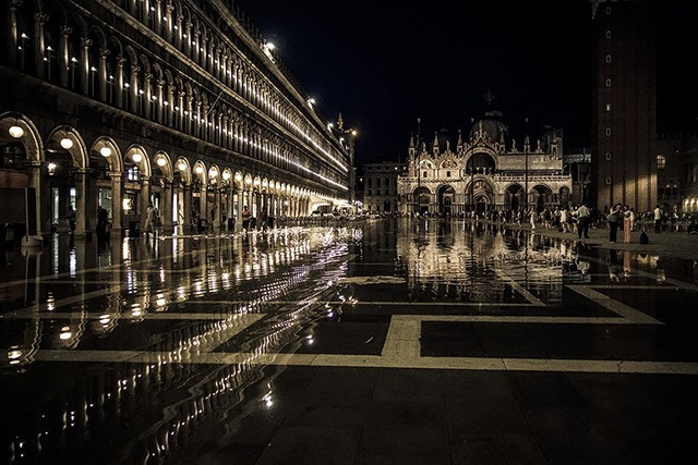 Read more about the article Spectacular Photographs of Venice by Ron Gessel