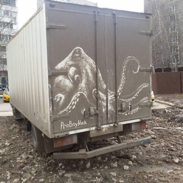 Read more about the article Incredible Dirt Art Created on Trucks by Nikita Golubev