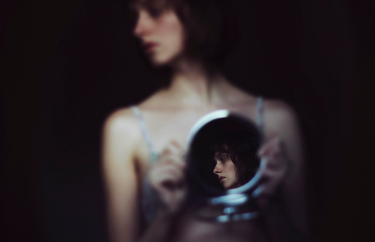 Read more about the article The Breathtaking Self-Portraits of Croatian Photographer Isabella Bubola