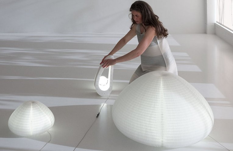 Read more about the article Molo Studio's Soothing Urchin Softlight Will Change It's Shape Based on Your Touch